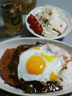 8月28日の夕ご飯:目玉焼き&コロッケ牛スジカレー